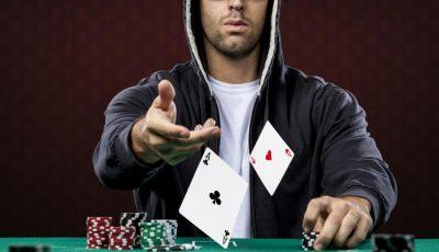 Manten una cara de póker